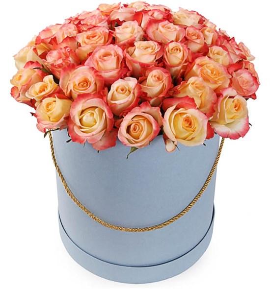 51 роза Кабаре в шляпной коробке - фото 8261