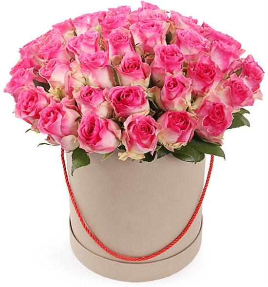 51 роза Малибу в шляпной коробке - фото 8265