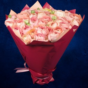 Букет 51 розовый ранункулюс