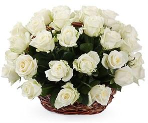 35 роз Аваланш в корзине