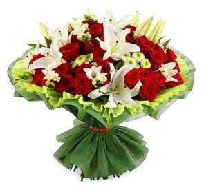 Букет с лилиями и розами Спящая красавица