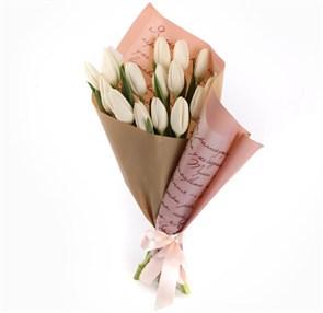 Букет 15 тюльпанов Слова любви, белые