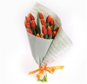 Букет 15 тюльпанов Слова любви, красные