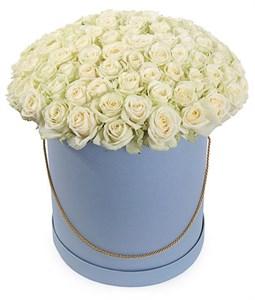 101 роза Аваланш в шляпной коробке