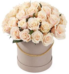 35 роз Талея в шляпной коробке