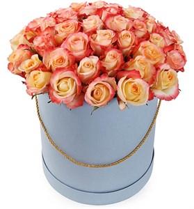 51 роза Кабаре в шляпной коробке